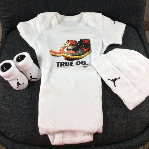 Jordan Three Piece Black /& Grey Infant Set{Size 0-6Months}{RRP£30}